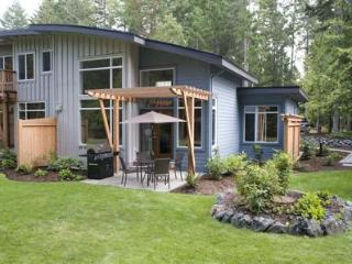 Tanglewood Beach House - Luxury West Coast Living - Nanoose Bay vacation rentals