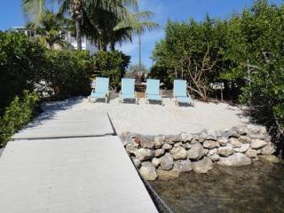 Charming House in Cudjoe Key with Internet Access, sleeps 14 - Cudjoe Key vacation rentals