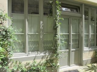 Charming 1 bedroom Paris Apartment with Internet Access - Paris vacation rentals