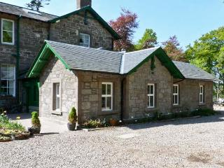 COURTYARD COTTAGE, family friendly, country holiday cottage, with a garden in Forfar, Ref 7632 - Angus vacation rentals