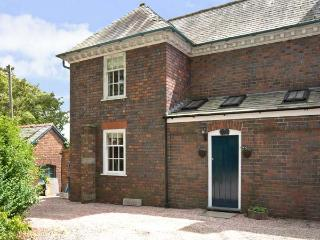 THE SERVANTS' QUARTERS, pet friendly, character holiday cottage, with a garden in Chirk, Ref 5637 - Chirk vacation rentals