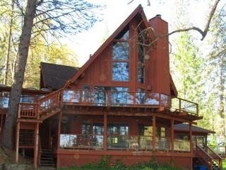 Lakefront view, plenty of space, beautiful atmosphere, large lawn. - Gold Country vacation rentals