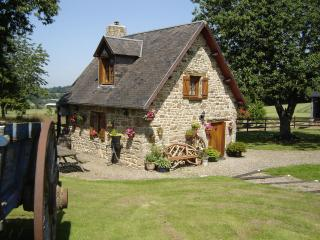Le Champ Sous le Bois Cherry Cottage - Cherence-Le-Roussel vacation rentals
