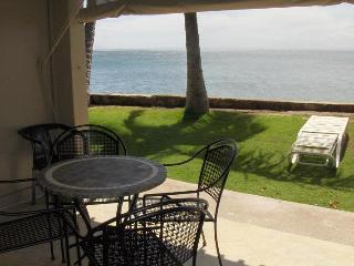 At 12ft Maui beautiful Ocean Front Studio /kitchen - Lahaina vacation rentals