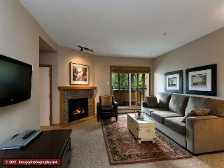 64 Glaciers Reach this 2br home has a hot tub & pool in Whistler Village - Whistler vacation rentals