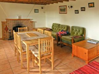 TOOREEN FARMHOUSE, pet friendly, with a garden in Glengarriff, County Cork, Ref 4663 - Glengarriff vacation rentals