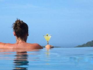Sundowner - Beautiful apartment with infinity pool - Moriah vacation rentals