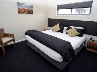 Nice Condo with Dishwasher and Freezer - Gunnedah vacation rentals