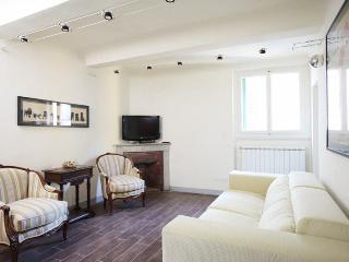 3 Bedroom Florence Apartment in Melegnano - Florence vacation rentals