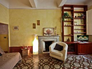 Delightful 1 Bedroom Apartment at Sole in Florence - Florence vacation rentals