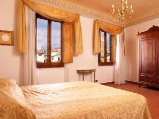 Quiet and Central Toscanella Apartment in Florence - Florence vacation rentals