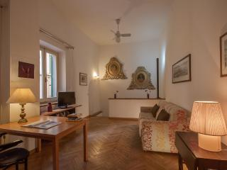 Charming 2 Bedroom Holiday Apartment in Florence - Florence vacation rentals