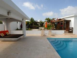 Emerald Reef - Ideal for Couples and Families, Beautiful Pool and Beach - Sandy Hill Bay vacation rentals