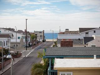 Contemporary Home, Walking Distance to Beach! Rooftop Deck! (68220) - Balboa Island vacation rentals