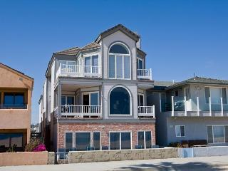 Large Six Bedroom Oceanfront Condominium Between the Piers! (68263) - Balboa Island vacation rentals