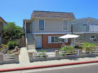Great Beach Close Lower Unit! Steps to the Beach! (68184) - Newport Beach vacation rentals