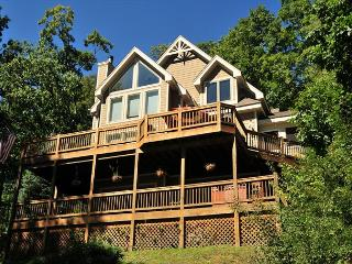 Elegant Home Boasts 2 Stone Fireplaces, Screened Porch, Hot Tub & Dock Slip! - McHenry vacation rentals