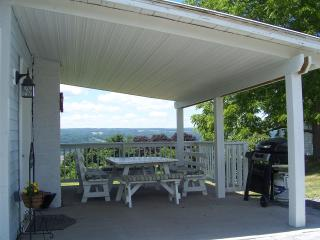 THE BELLA VISTA GUEST HOUSE - Home Away From Home - Watkins Glen vacation rentals