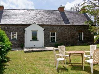 BROSNAN'S COTTAGE, family friendly, character holiday cottage, with a garden in Ventry, County Kerry, Ref 4675 - Ballydavid vacation rentals