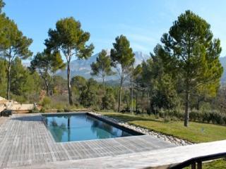 Excellent 5 Bedroom Villa with a Pool, in Aix En Provence - Aix-en-Provence vacation rentals