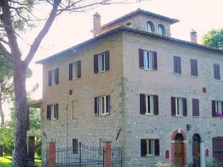 Umbria: Todi Country House with terrace sleeps 8 - Todi vacation rentals