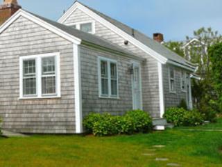 3 Bedroom 2 Bathroom Vacation Rental in Nantucket that sleeps 6 -(10036) - Image 1 - Nantucket - rentals