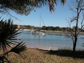 Watch the Boats Sail by on the Intracoastal Waterway! - Palm Coast vacation rentals