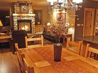 SHUKSAN LUXURY MT BAKER CABIN WITH WIFI & HOT TUB - Glacier vacation rentals