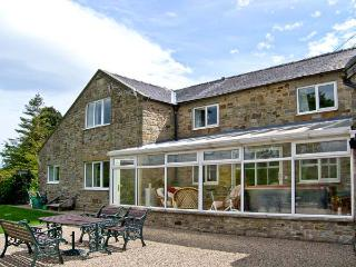1 WHITFIELD BROW, pet friendly, country holiday cottage, with hot tub in Frosterley, Ref 8149 - Chopwell vacation rentals