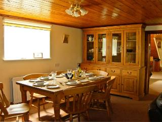1 WHITFIELD BROW, pet friendly, country holiday cottage, with hot tub in Frosterley, Ref 8149 - Frosterley vacation rentals