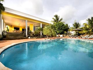 Tropical Spacious Family Villa with Great Pool, 3 min walk to Jan Thiel beach - Willemstad vacation rentals