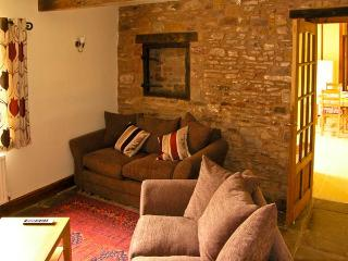 SUTTON BARN, pet friendly, country holiday cottage, with a garden in Hope Mansell, Ref 7307 - Mitcheldean vacation rentals
