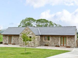 ROUTSTER COTTAGE, family friendly, luxury holiday cottage, with a garden in Settle, Ref 8393 - Settle vacation rentals