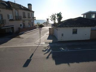 Beautiful 4 Bedroom Upper Beach Condo! 1 House from Sand! (68294) - Newport Beach vacation rentals