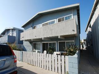 Renovated Lower Beach Condo! 1 House From Ocean! (68293) - Newport Beach vacation rentals