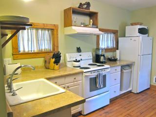 Wood Street Guest House // 1 bedroom // Sleeps 4 - Forks vacation rentals