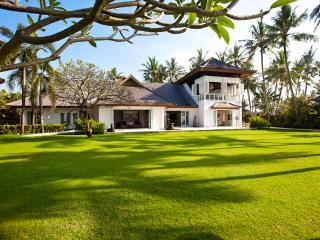 Beachfront classic. Villa Puri Nirwana. 4 or 6 bdr - Sanur vacation rentals