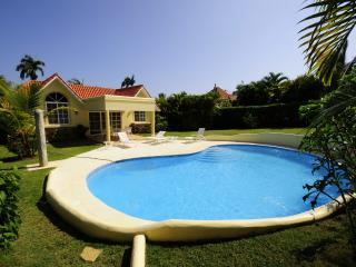 Come enjoy this 3 bedroom villa with your family, the backyard is private and - Sosua vacation rentals