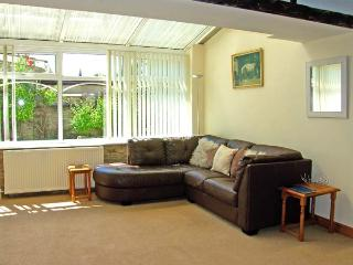 BAY COTTAGE, pet friendly, character holiday cottage, with a garden in Wrelton, Ref 8458 - Wrelton vacation rentals