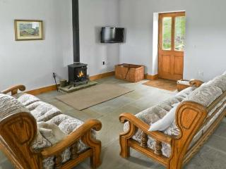 MOORS EDGE COTTAGE, pet friendly, country holiday cottage, with open fire in Rosedale Abbey, Ref 8636 - Rosedale Abbey vacation rentals