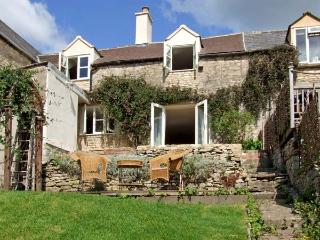 GLEN VIEW COTTAGE, pet friendly, character holiday cottage, with a garden in Swells Hill, Ref 6435 - Upper Seagry vacation rentals