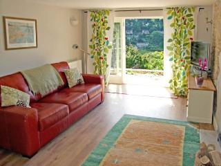 GLEN VIEW COTTAGE, pet friendly, character holiday cottage, with a garden in Swells Hill, Ref 6435 - Nailsworth vacation rentals