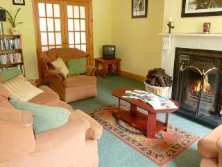 NO 17 MOUNTAIN DALE , pet friendly, with a garden in Bundoran, County Donegal, Ref 4679 - Bundoran vacation rentals