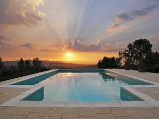 Romantic Hillside Apartment with Phenomenal Sunset Views - Civitella in Val di Chiana vacation rentals