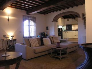 Romantic Hillside Apartment with Phenomenal Sunset Views - Civitella in Val di Chiana vacation rentals