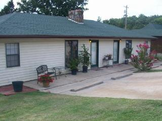 4 bedroom House with Deck in Branson - Branson vacation rentals