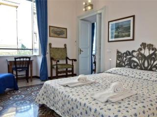 Apartment in Rome close to the Colosseum - Rome vacation rentals