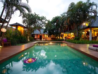 TRADITIONAL 4 BEDROOM VILLA JUMAH central Seminyak - Seminyak vacation rentals