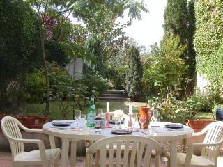 Stone town home, Gascony, Dining-Antiques-Fetes - Condom vacation rentals