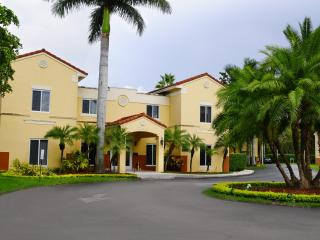 Two Bedrooms 2.5 Bathrooms in Kendall - Coconut Grove vacation rentals